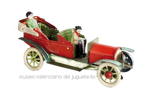 Automóvil con conductor y señora – Verdú y Cía.